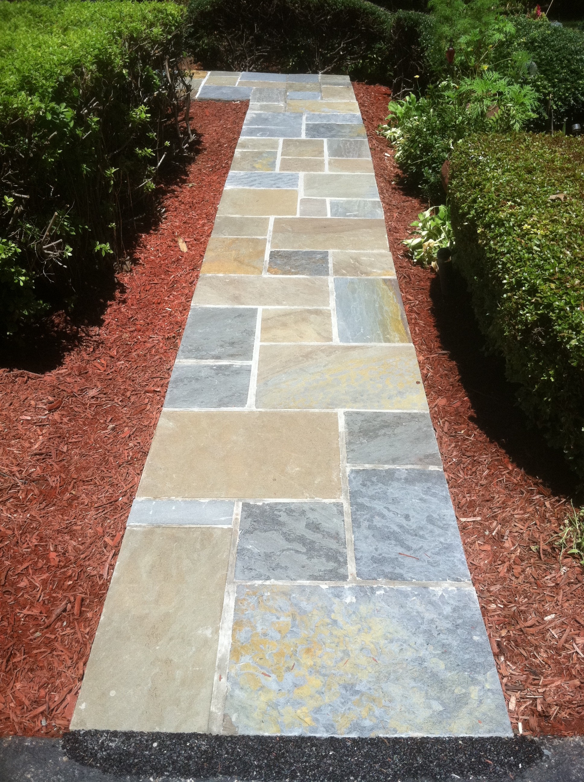 Stone walkway flagstone walkway for Flagstone designs